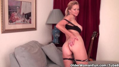 Busty Fingering Masturbation video: Mature lady needs to get off in pantyhose
