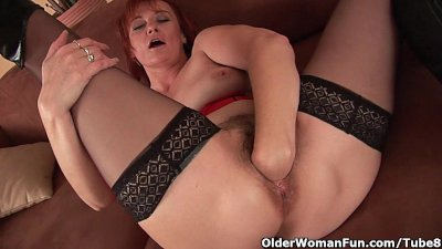 Fingering Fisting Granny video: Sleazy grandma in nylons fist fucks her hairy cunt