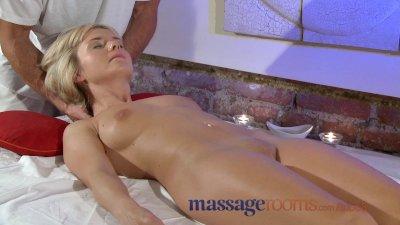 Massage Rooms Petite blonde te