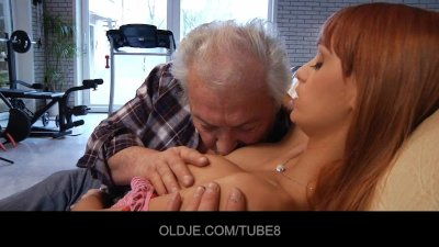 Older guy in an audition with Erika Fontes's wet pussy