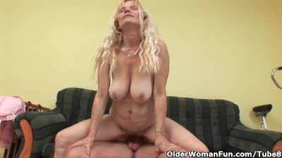 Blowjob Busty video: Older mom with big tits and hairy pussy gets facial