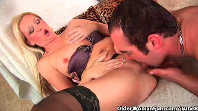 Blonde soccer mom gets a warm facial