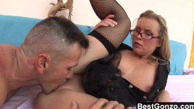 Blowjob Cumshot Deepthroat video: Milf Cop Spreads Her Legs For Anal