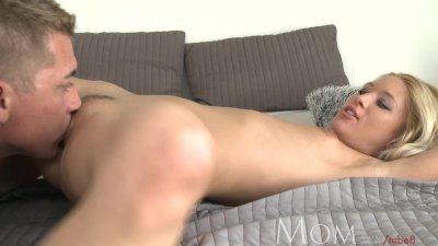 MOM Incredible hot mature blon