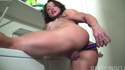 Brandimae Hot Muscle Goddess Masturbating