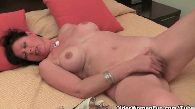 British mums showing off their masturbation skills