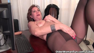 Office granny in pantyhose wor