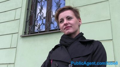 PublicAgent Short haired women