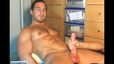 Full video: Enzoa a str8 rugby player serviced by a guy in spite of him !