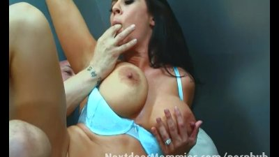 Milf gets fucked in an elevato