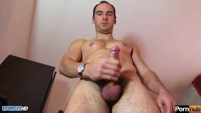 Testing his cock: Benoîot, str8 guy get shaked his huge cock by a guy.