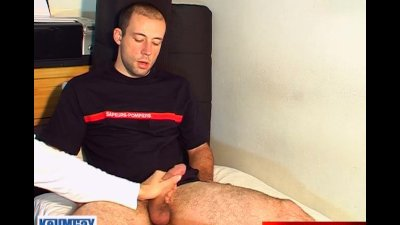 Str8 guy gives me his huge cock to massage !