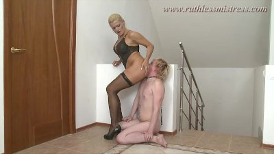ruthlessmistress – worshipping her heels and booty