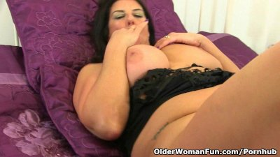 British milf Lulu Lush is wear