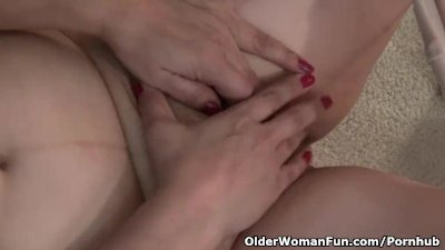American granny Kay masturbate